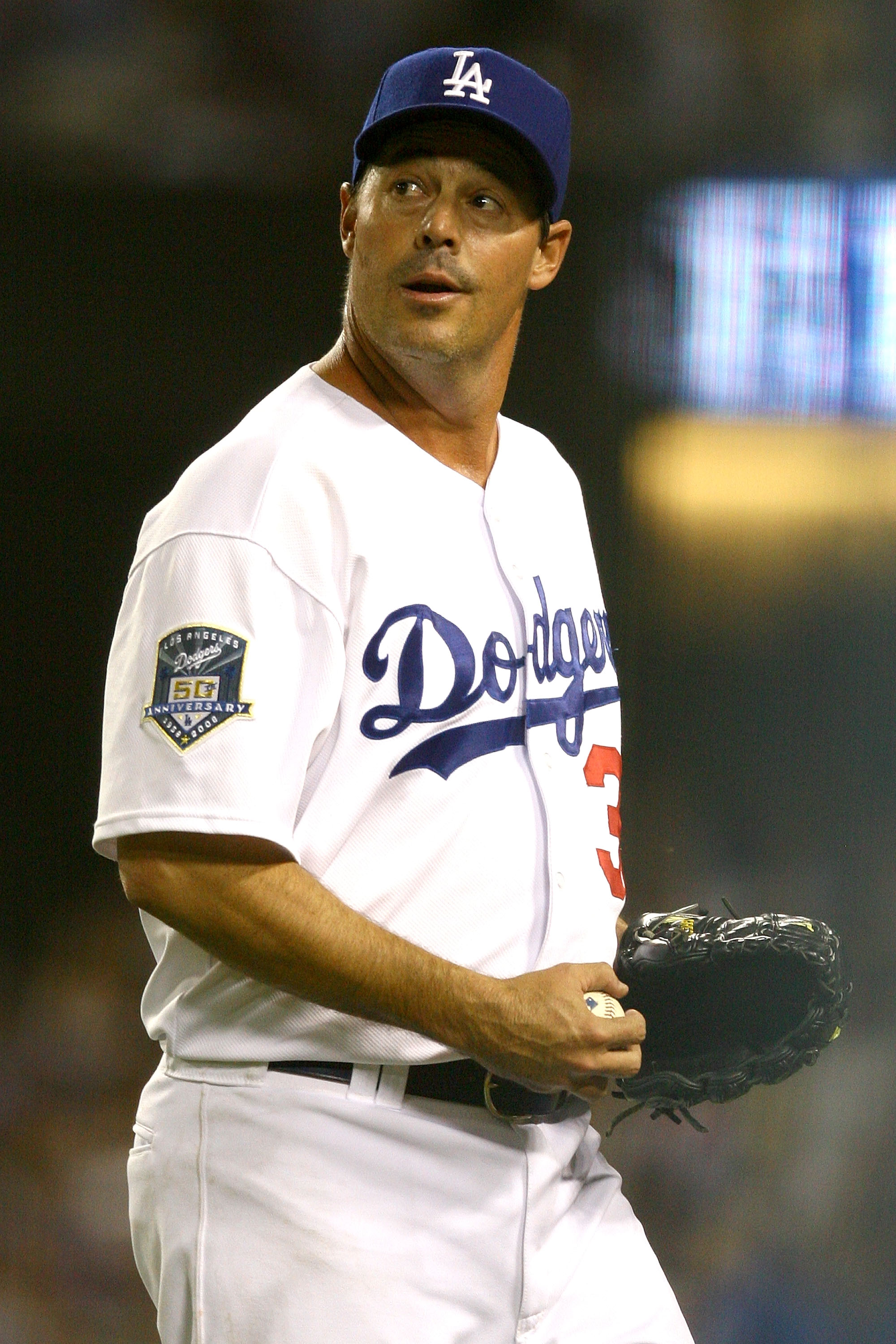 greg maddux Comprehensive guide to buying greg maddux cards and autographed memorabilia get full details on all of his rookie cards, know what an authentic greg maddux autograph.